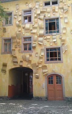 Hof des Lichts1 Funnel Wall: cuando llueve, este edificio se pone a cantar