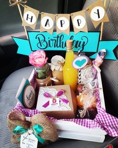 Happy Birthday Decor, 21st Birthday Decorations, Birthday Box, Best Friend Birthday, Friend Birthday Gifts, Big Gift Boxes, Birthday Hampers, Paper Flowers Craft, Mom Cards