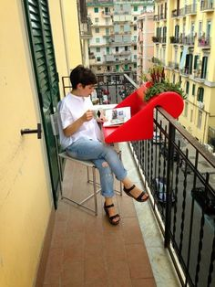 Tavolino da ringhiera BalKonzept a Napoli / Italia   balKonzept Balkontisch + Balkonkasten / balcony table + flowerbox Balkonkonzept