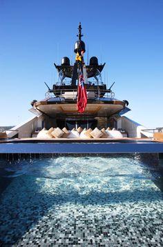 Lady M Yacht - Les 10 plus belles piscines de yachts! Follow @y_uribe for more pics.