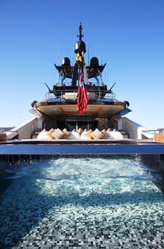 Lady M Yacht - Les 10 plus belles piscines de yachts! Follow @y_uribe for more pics.