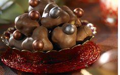 Trillingnöt med nougat    150 g ljus choklad 125 g rostade hasselnötter (finns färdigskalade och rostade att köpa) 75...