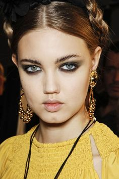 Strong brows with smokey eye... pretty