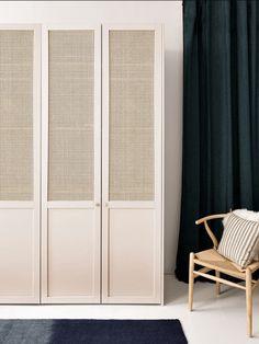 IKEA hack : comment customiser une cuisine IKEA ? - Frenchy Fancy Wardrobe Door Designs, Wardrobe Doors, Built In Wardrobe, Ikea Hack, Home Bedroom, Bedroom Decor, Home Interior Design, Interior Decorating, Cuisines Design