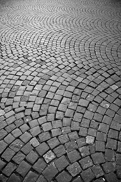Stone pavement by Hideaki Sakurai Cobblestone Driveway, Brick Driveway, Stone Garden Paths, Garden Paving, Mosaic Walkway, Paver Patterns, Stone Pavement, Cement Patio, Concrete Paving