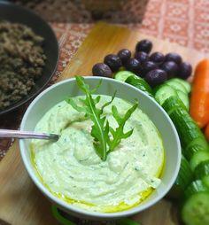 Hummus paleo de calabacín y rúcula