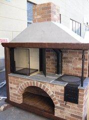 Kesäkeittiö puuliedellä Outdoor Kitchen Grill, Outdoor Barbeque, Pizza Oven Outdoor, Outdoor Cooking, Brick Bbq, Outdoor Fireplace Designs, Pergola, Wood Fired Oven, Brick Design