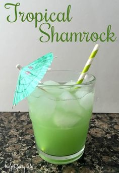 Patrick's Day Cocktails – This Fairy Tale Life St. Patrick's Day Cocktails St Patty's Day Drinks, St Patrick's Day Cocktails, St Patricks Day Drinks, Holiday Drinks, Bar Drinks, Cocktail Drinks, Yummy Drinks, Cocktail Recipes, Alcoholic Drinks