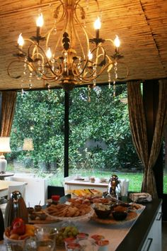 Breakfast at Bed and Breakfast San Giacomo Horses - Arluno (Milano) Hotel Breakfast, Bed And Breakfast, San Giacomo, Recipe Of The Day, Table Settings, Chandelier, Horses, Ceiling Lights, Healthy