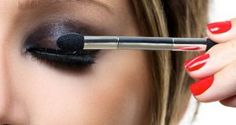 Step-By-Step Tutorial On How To Blend Eyeshadows Perfectly