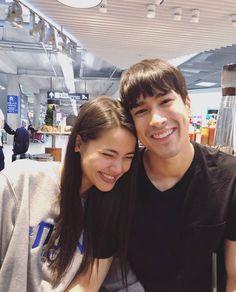 น่ารักจังเลย กำลังใจที่ยิ่งใหญ่ของพี่ญ่า ชื่นจายยยยย🐰🐻❤️❤️😍😍😊😊 : Cr. @urassayas -  พี่เค้ามาส่งให้กำ... #yooying Couple Photoshoot Poses, Beauty Shots, Street Style, Sweet Couple, Celebrity Couples, Asian Style, Traditional Dresses, Bellisima, Cute Couples