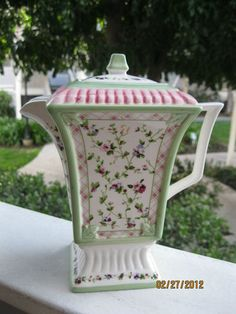 Laura Ashley teapot. I have one and love it!