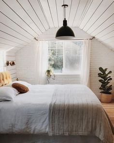 14 Trendy Bedroom Design and Decor Ideas for Your Next Makeover - The Trending House Attic Master Bedroom, Attic Bedroom Designs, Attic Bedrooms, Upstairs Bedroom, Dormer Bedroom, Extra Bedroom, Bonus Room Bedroom, Attic Design, Diy Design