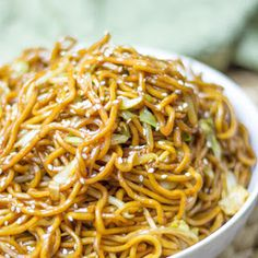 Classic Chinese Chow Mein with Canola Oil, Cabbage, Garlic, Sweet Soy Sauce, Soy Sauce, Oyster Sauce, Water, Chow Mein Noodles, Beansprouts, Sesame Seeds.