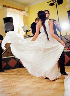 Šaty jednoduchého střihu bez zdobení, 38 Formal Dresses, Fashion, Formal Gowns, Moda, Fashion Styles, Formal Dress, Gowns, Fashion Illustrations, Formal Evening Dresses