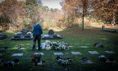 Dimitri besluit om het graf van zijn vader te bezoeken samen met zijn zoon.