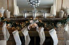 adornos navideños en tonos plateados