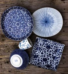 Beautiful Art dishes~change is good~but Big Need to keep established vintage pieces w/new. Ceramic Tableware, Ceramic Clay, Ceramic Painting, Ceramic Pottery, Pottery Art, Deco Zen, Bleu Indigo, Blue Pottery, Japanese Pottery