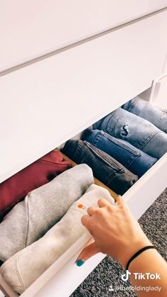 Girls Bedroom Organization, Small Closet Organization, Home Organization Hacks, Organizing, Fold Clothes, Diy Clothes And Shoes, Baby Clothes Storage, Amazing Life Hacks, Simple Life Hacks
