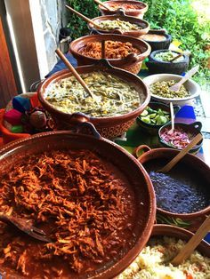 Mexican dishes for fiesta party. Nopalitos with corn, moles and more in cazuelas Mexican Birthday Parties, Mexican Fiesta Party, Fiesta Theme Party, Mexican Buffet, Mexican Dishes, Mexican Themed Weddings, Mexican Party Decorations, Mexican Food Recipes, Ethnic Recipes