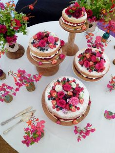 A cake with 15 candles per table - to celebrate Patrons anniversary Quince Decorations, Cake Table Decorations, Barn Wedding Decorations, Beautiful Cakes, Amazing Cakes, Spanish Style Weddings, Mexican Themed Weddings, 18th Cake, Cap Cake