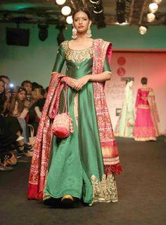 Model posing on the ramp for designer Saroj Jalan at show. Indian Long Dress, Indian Dresses, Indian Wear, Indian Outfits, Long Gown Dress, Dress Skirt, Lehenga, Anarkali, Sarees