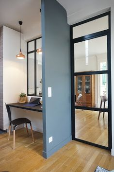 Optimization of an entrance and a kitchen Claustra wood, wooden staircase . Workspace Design, Home Office Design, Maison Muji, Loft Design, House Design, Muji Home, Study Table Designs, Outdoor Office, Grey Doors