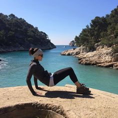 Haley from The Bar Method Houston gets low with reverse pushups in the South of France. #WhereDoYouBar?
