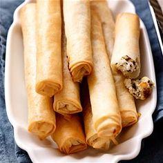 Knapperige filodeegsigaartjes - Dekamarkt.nl ! Finger Foods, Sausage, Chips, Yummy Food, Lunch, Snacks, Ethnic Recipes, Christmas Recipes, Salads