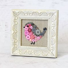 Umrahmt von Button Kunst Rosa und grauen von PaintedWithButtons