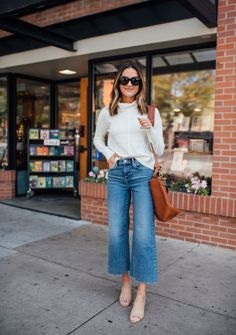 Summer Fashion Tips .Summer Fashion Tips Outfit Jeans, Cropped Jeans Outfit, Straight Cut Jeans Outfit, Classy Jeans Outfit, Dress Up Jeans, Jeans Outfit Summer, Summer Jeans, Crop Jeans, Ripped Jeans