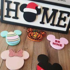 Interchangeable mouse head home sign – Home- Seasonal- Disney Home Decor, Disney Crafts, Disney Rooms, Disney House, Mickey Head, Mickey Mouse, Disney Sign, Disney Stuff, Home Signs