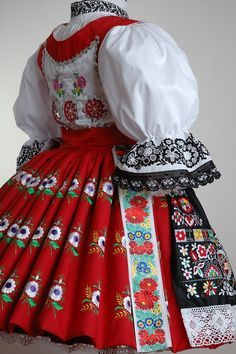Example of Czech folk dress. Full of motifs but I am especially drawn to the blackwork on the sleeves. Folk Clothing, Historical Clothing, Costumes Around The World, Folk Costume, Costume Dress, Ethnic Fashion, Textiles, Beautiful Patterns, Traditional Dresses