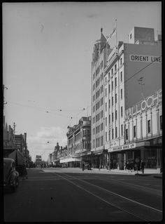 William St, Perth, Malloch Bros at right Wa Gov, Present Day, Capital City, Western Australia, Old Pictures, Historical Photos, Perth, Colonial, Melbourne