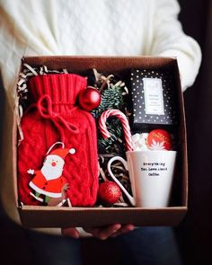 With Christmas coming, are you ready for Christmas gifts for family and friends? Have you considered a personalized Christmas gift box? There are many Christmas gifts to choose from, but your DIY Christmas gifts must be full of heart. Diy Christmas Baskets, Easy Christmas Crafts, Homemade Christmas Gifts, Christmas Gift Wrapping, Simple Christmas, Xmas Gifts, Christmas Christmas, Christmas Gift Mum Ideas, Christmas Friends