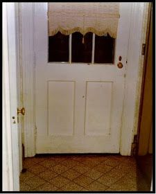 Amityville America And Classic Hauntings: Amityville Interior 1974 The Amityville Horror House, Room Closet, Closet Doors, Scary Ghost Stories, Front Door Entrance, Family Tv, House 2, 2nd Floor, Movies
