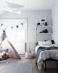 Light grey accent wall in children's room Baby Boy Rooms, Little Girl Rooms, Nursery Room, Kids Bedroom, 4 Year Old Boy Bedroom, Shared Rooms, Kid Spaces, My New Room, Kids Decor
