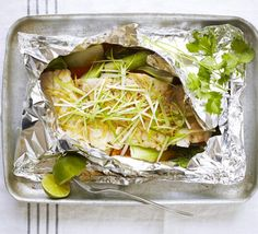 Steamed fish with ginger & spring onion. Take an Asian approach to low-fat cooking - steam fish with pak choi, mirin, garlic and soy and serve topped with coriander. Bbc Good Food Recipes, Cooking Recipes, Healthy Recipes, Vegetarian Cooking, Healthy Options, Seafood Recipes, Dinner Recipes, Entree Recipes, Low Fat Cooking