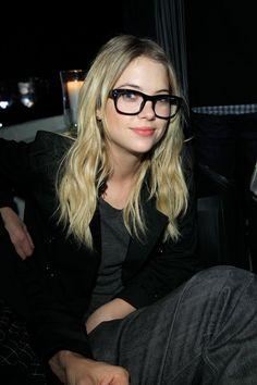 Pin for Later: 77 Stars, die Brillen rocken Ashley Benson