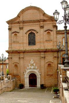 Chiesa del Beato Antonio e portale della facciata #marcafermana #amandola #fermo #marche