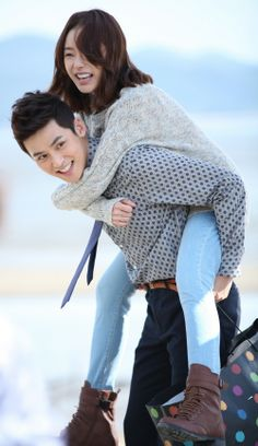 A picture of the first love couple Seo Woo and Park Jin Woo of 'Glass Mask' Mask Korean Drama, Back Pictures, Korean Couple, Korean Actresses, First Love, Ruffle Blouse, Park, Couples, Model