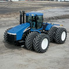 New Holland tractor New Holland Ford, New Holland Tractor, Big Tractors, Farmall Tractors, Cat Farm, New Holland Agriculture, Tractor Accessories, New Tractor, Classic Tractor