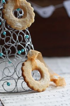 Lemon And Almond Cookie Wreaths - edible ornaments