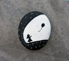#Galet peint en noir et blanc, motif petite #fille et #ballon / #Noiretblanc / Painted #Stone The Girl and The Balloon by dmlrgn on Etsy