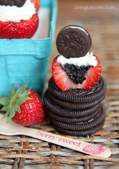 Oreo Cheesecake Stuffed Strawberries - Easy No Bake Dessert Recipe. Perfect for a Christmas party! LivingLocurto.com
