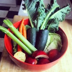 Green juice recipe for indigestion, stress, and overall lack of energy/health! Green Juice Recipes, Juicy Juice, Healthy Snacks, Healthy Recipes, Lack Of Energy, Celery, Sugar Free, Smoothies, Carrots