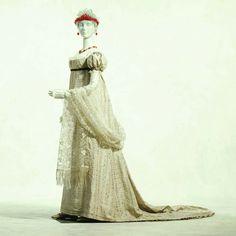 Court dress, ca. 1805. Kyoto Costume Institute.