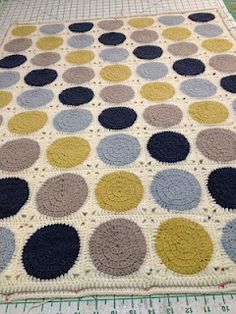 Three Beans in a Pod: Retro Circles Blanket - The Process / Not a pattern, just the process. Love the colors!