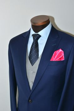 We love suits. One suit, two totally different looks. If you cut down the colors to 2 you get a super formal attire. Mo' Better Blues, Work Fashion, Mens Fashion, 3 Piece Suits, Suit And Tie, Dress Codes, Mens Suits, Color Combos, Suit Jacket