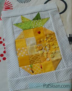 FREE Pattern - Pat Sloan Pineapple Block http://blog.patsloan.com/2016/08/what-has-a-crown-and-is-sweet-inside-yep-i-made-one.html